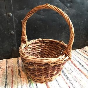 Other - Woven Willow Round Basket